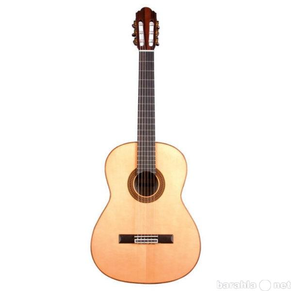 Продам классическую гитару