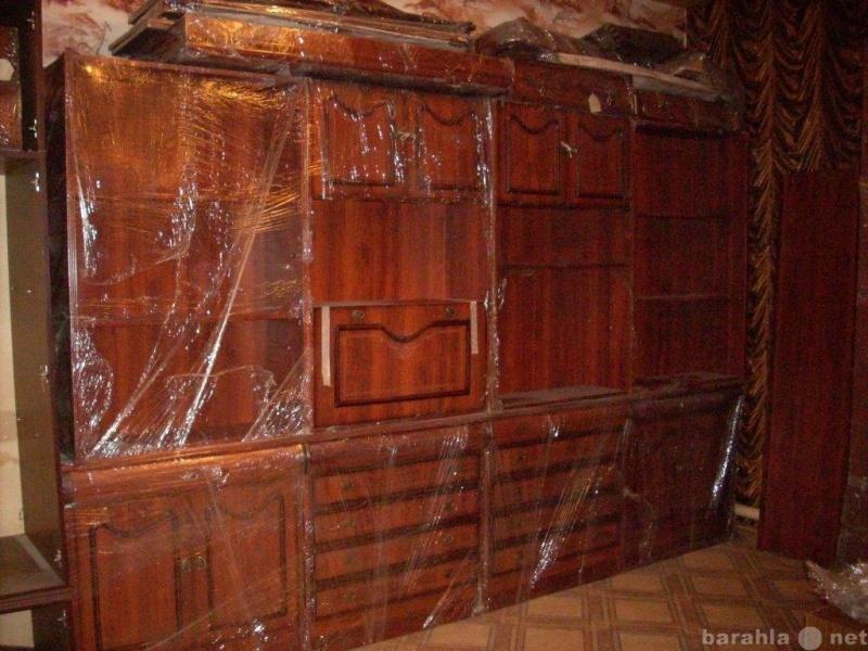 Продам стенку для гостиной и два платяных шкафа