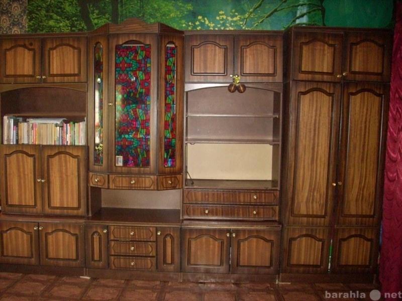 Продам стенку для зала, комод и шкафы для одежд