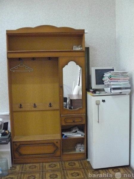 Продам Шкаф вешалка с зеркалом