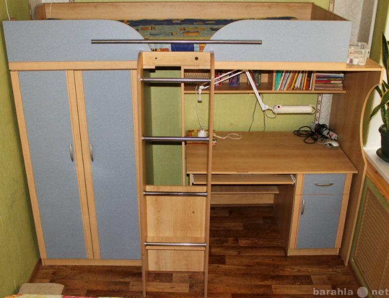 Продам Кровать-чердак + Шкаф + Стол