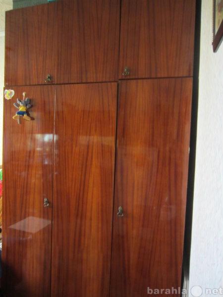 Продам Шкаф плательный 3-створчатый полированн.