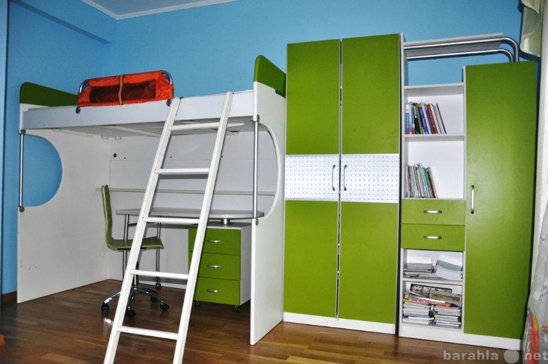 Продам: комплект мебели в детскую