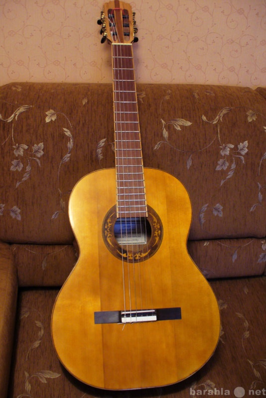 Продам классическую концертную гитару