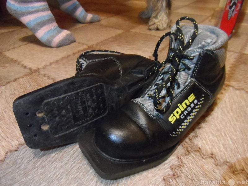 Продам пластиковые лыжи с ботинками