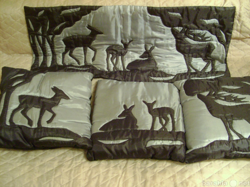 Продам Набор:  настенное панно и 3 подушки