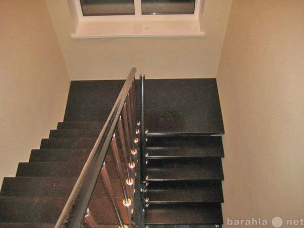 Продам: Деревянная лестница с площадкой