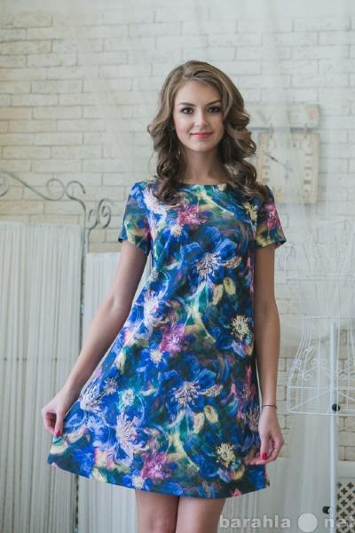 Продам Красивое трикотажное платье с цветочным