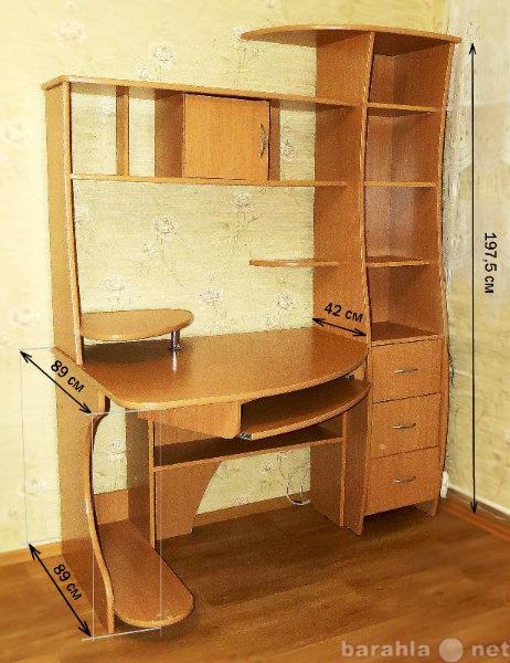 Продам: Вместительный угловой стол с полками