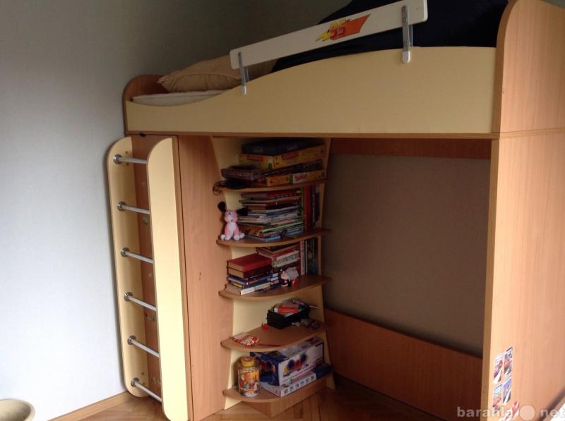 Продам Кровать со шкафом +2 шкафчика