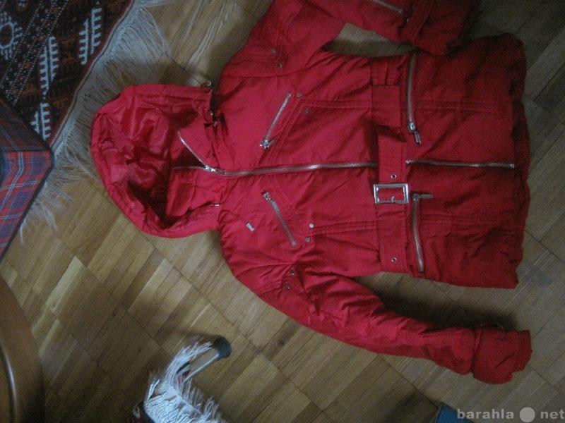 Продам Красная куртка с капюшоном для девочки