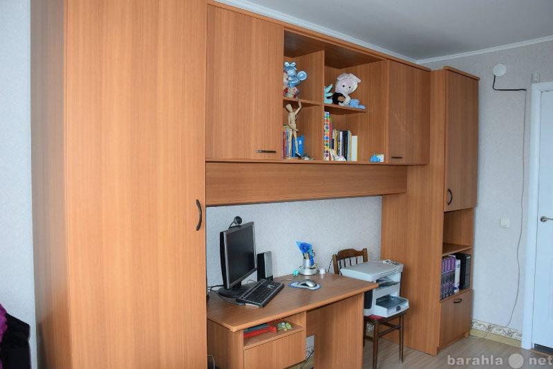 Продам Кровать, стол письм., два шкафа, полка
