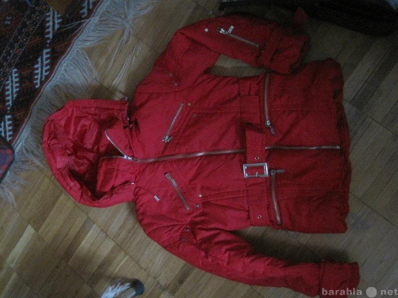 Продам: Красная куртка с капюшоном для девочки
