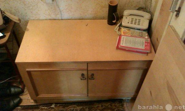 Продам 2 шкафа и тумба