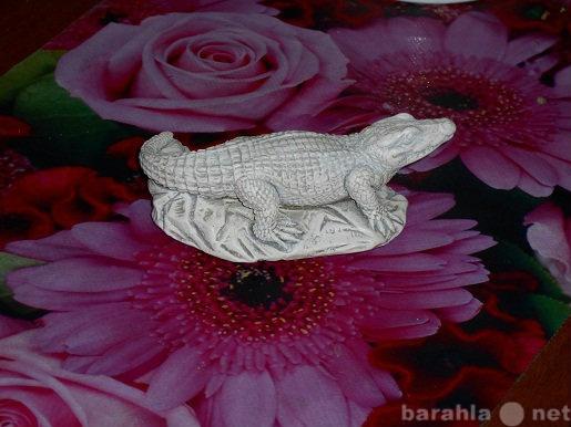 Продам Сувенир крокодильчик на камне