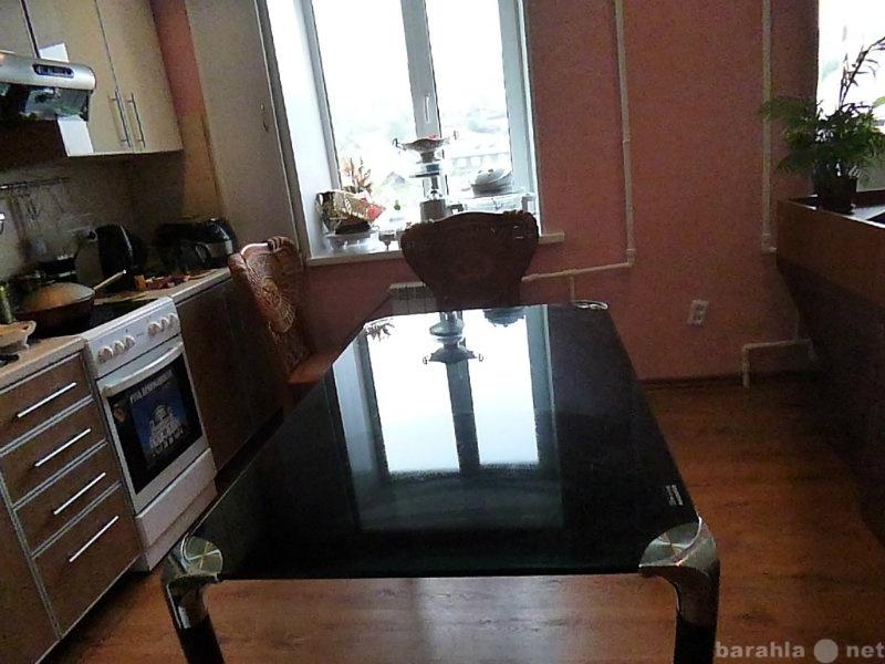 Продам: Стол обеденный ,4 кож.стула