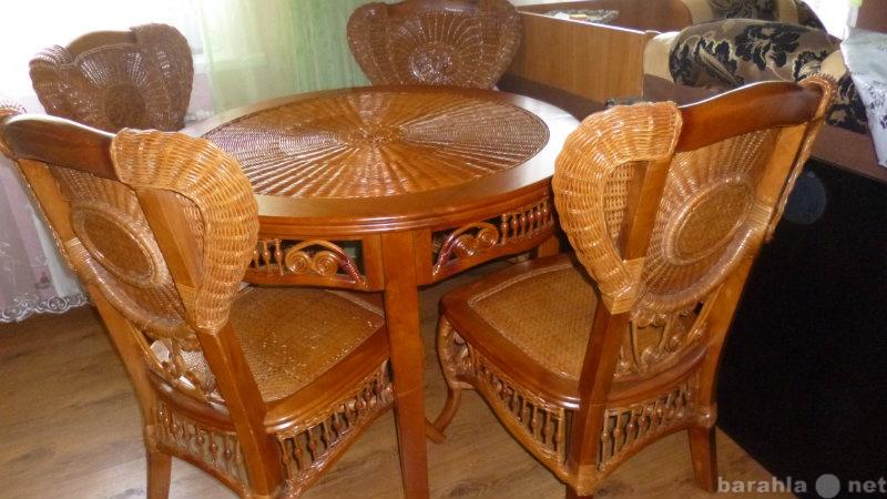 Продам: Стол обеденный и 4 стула (ротанг)
