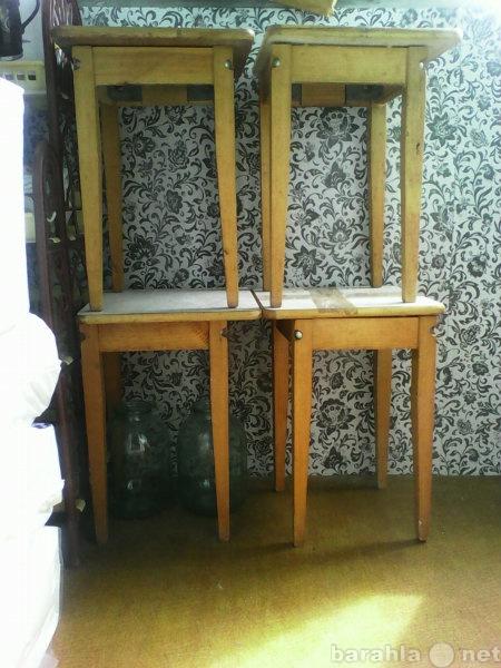 Продам 4 деревянных стула (табуретка) кухонных