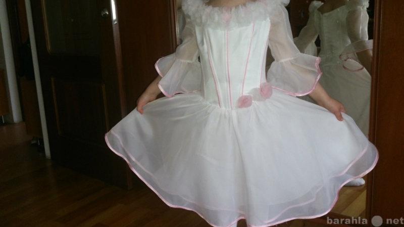 Продам: Нарядное, белое платье на 4-5 лет