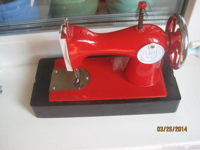 Продам: Ярко красная детская швейная машинка