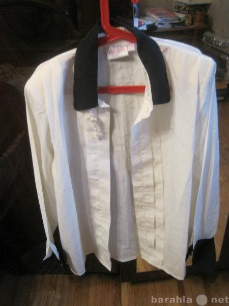 Продам Блузка бело-кремовая с фиолетовым воротн