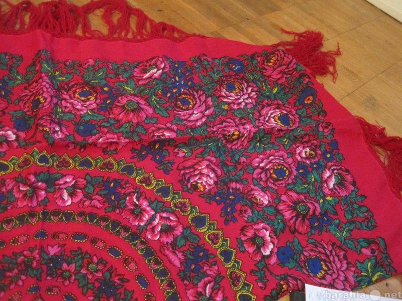 Продам: Большой красный новый платок 120 х120 см