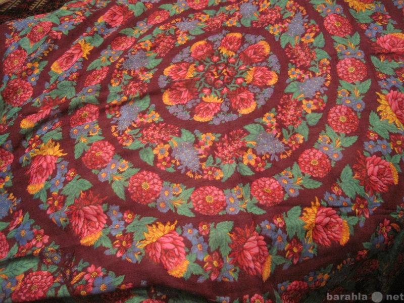 Продам: Платок с яркими кругами с бахромой