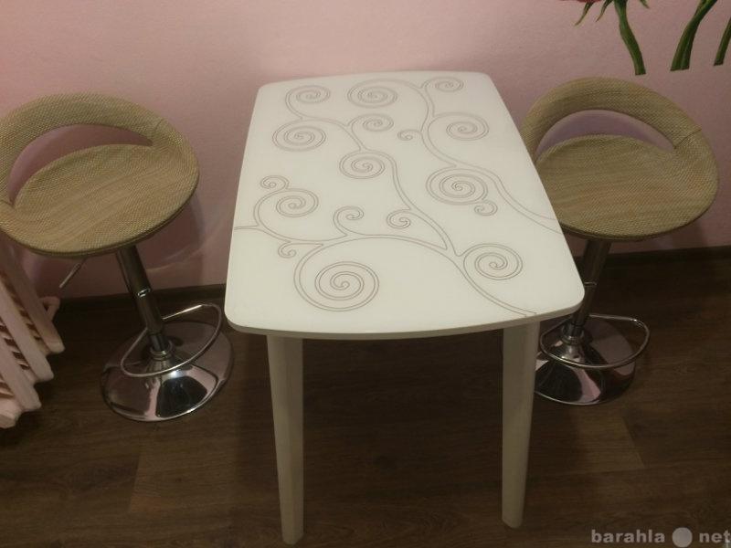 Продам: Стеклянный стол на кухню