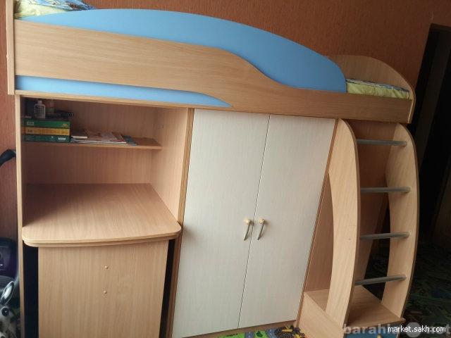 Продам: Кровать с выдвижным столом и шкафами