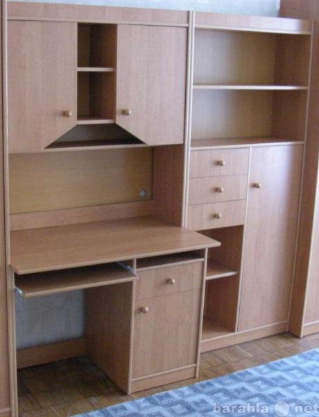 Продам Письменный стол и книжный шкаф