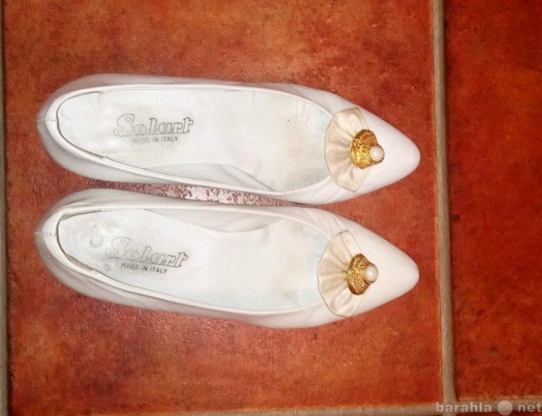 Продам Женские туфли белые