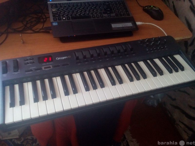 Продам USB MIDI Controller Oxygen 49