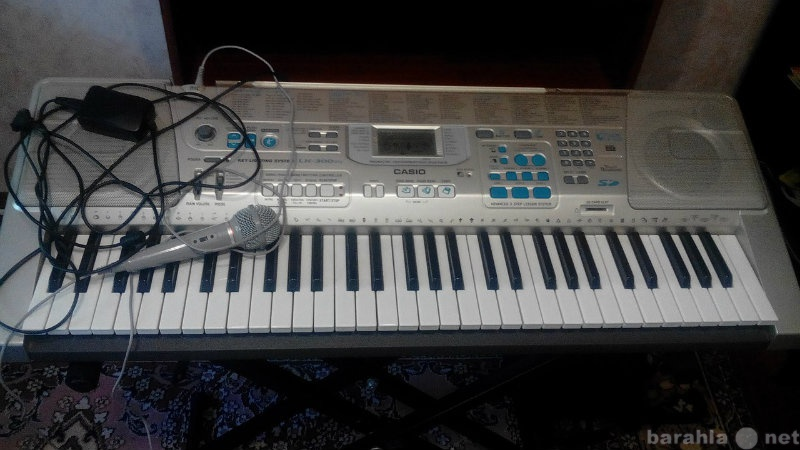 Продам пианино Casio LK-300TV