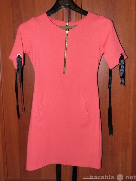 Продам Платье на молнии сзади,с коротким рукаво