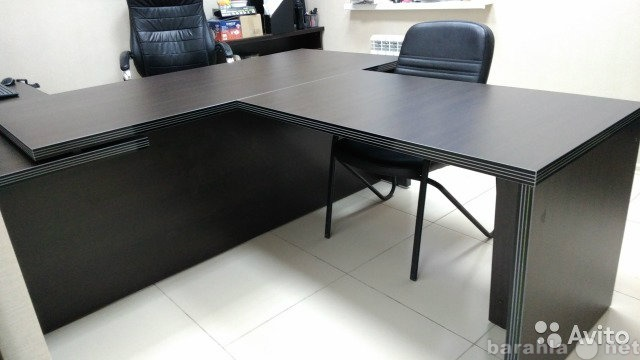 Продам стол руководителя с брифинг-приставкой