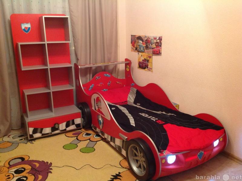 """Продам: Кровать """" машина"""" и стеллаж"""