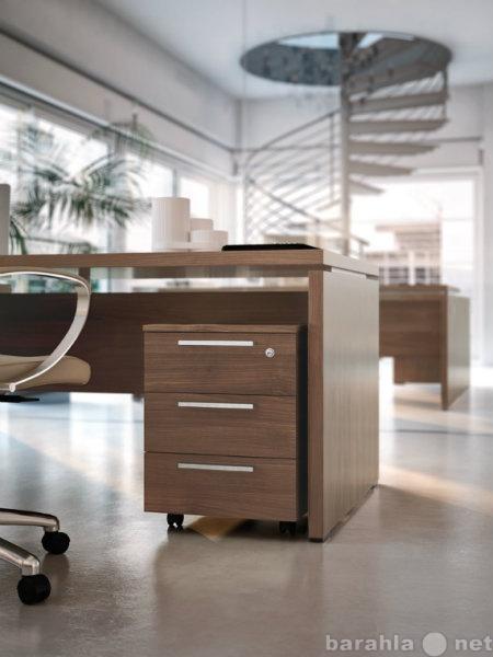 Продам: Комплект итальянской мебели для офиса