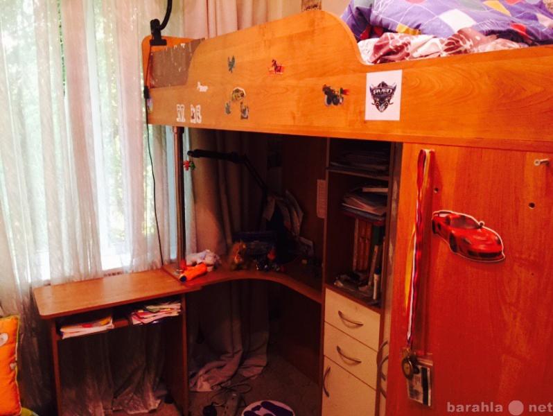 Продам Кровать-чердак со шкафом и столом