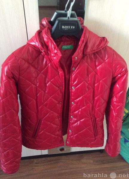 Продам лёгкую красную куртку Benetton