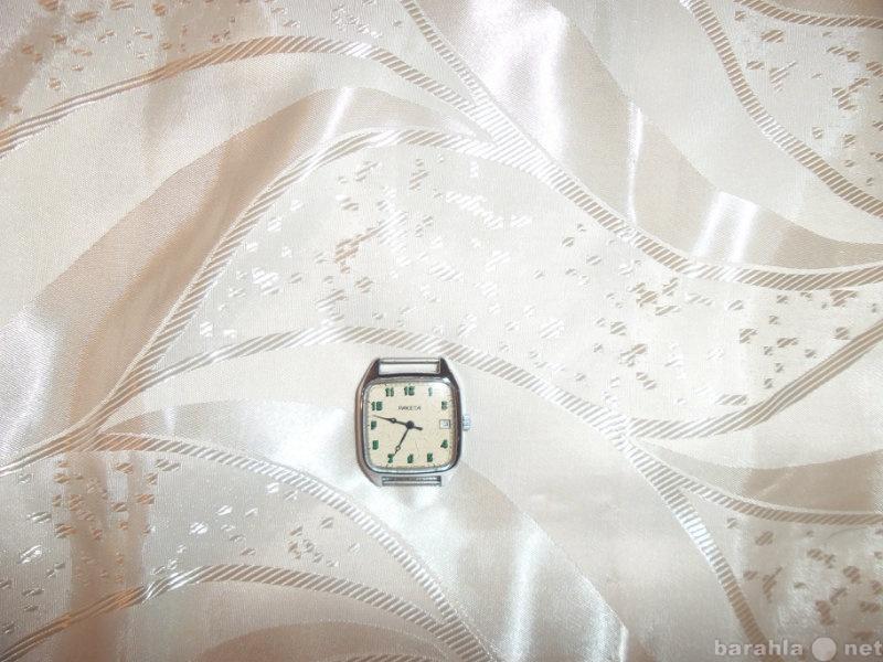 Продам Часы  СССР с календарем белые