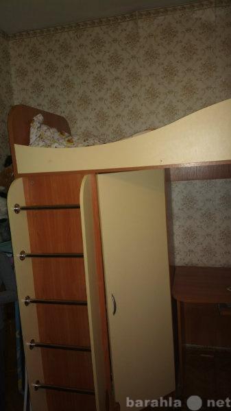 Продам детская кровать со столом и шкафом