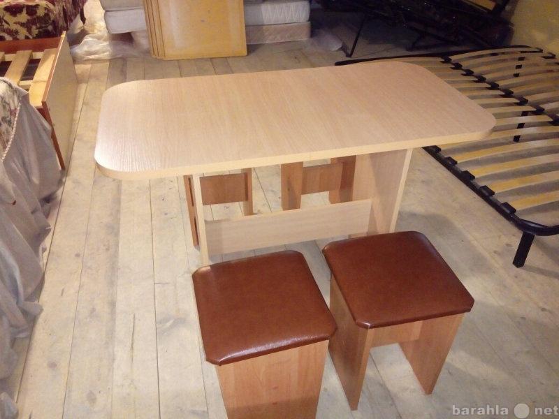 Продам Стол+ 4 табуретки мягкие бу