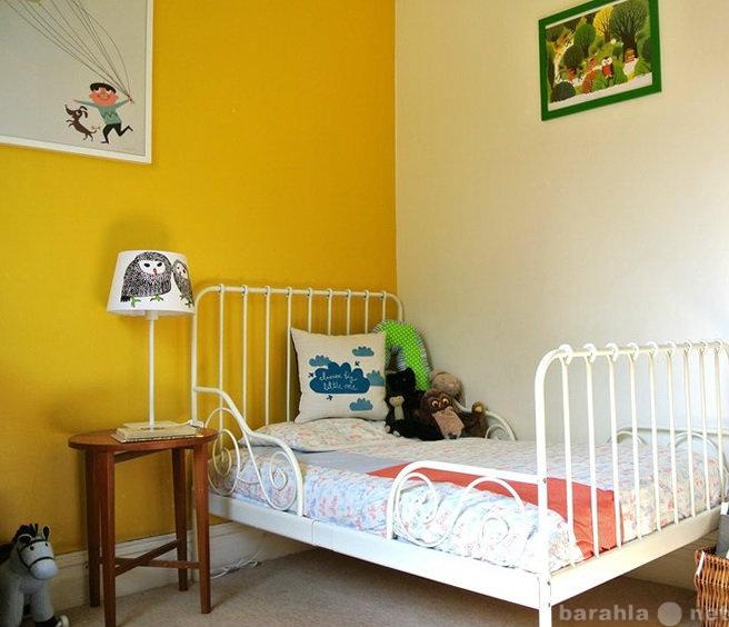 Продам: Детская кровать - раздвижная, белая.