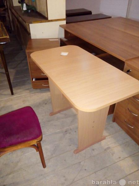 Продам Кухонный стол, почти новый. самовывоз