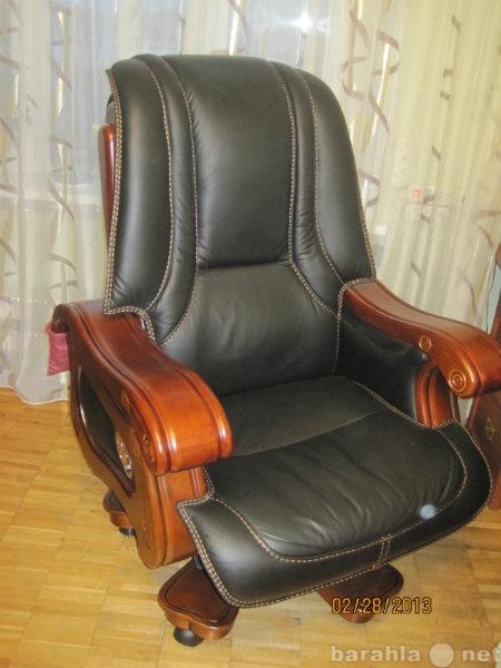 Продам: Кресло королевское на реставрацию Кожа