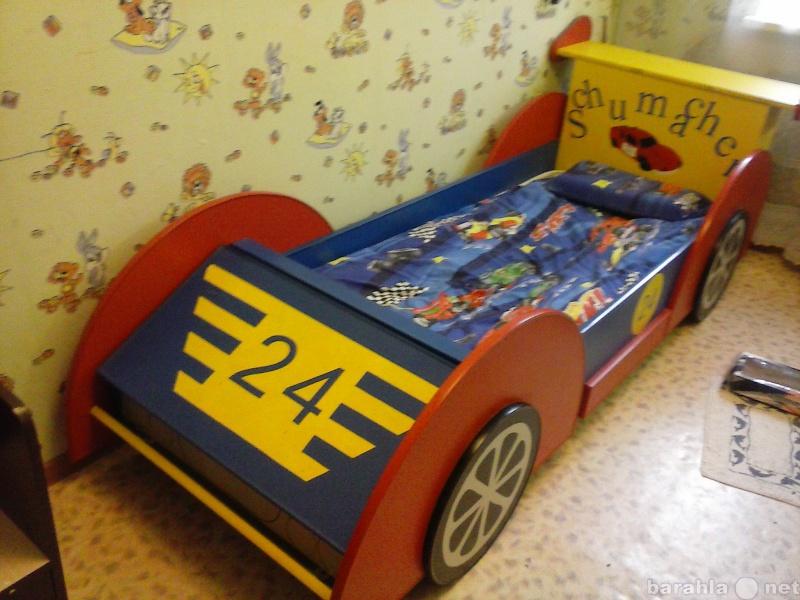 Продам Кровать-машина и стол для рисования