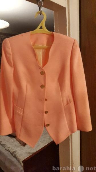 Продам Костюм женский (юбка и пиджак) на подкла