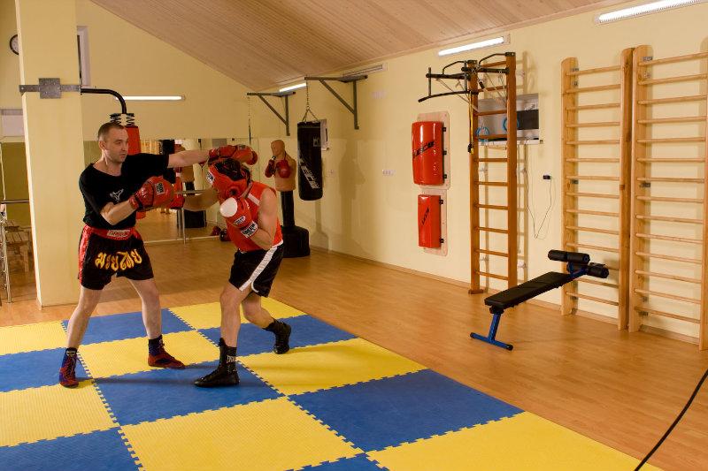 Предложение: Бокс,кикбоксинг,рук.бой,самооборона