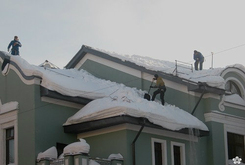 Предложение: уборка снега с крыш зданий 89083989198
