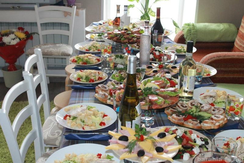 Накрытый стол для гостей фото